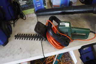Black + Decker GT200 electric hedge cutter