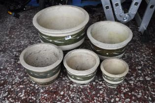 Set of 5 ceramic green painted plant pots with leaf decoration