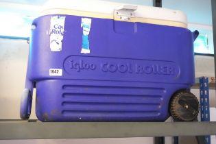 Igloo roller cool box