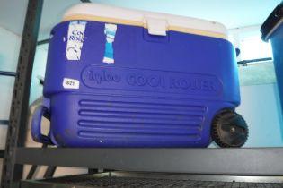 (1042) Igloo cool roller