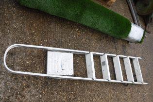 Bi step folding stepladder