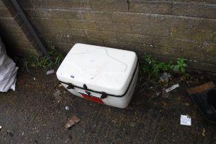 (1095) Outdoor storage box