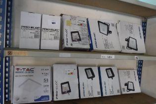 10 Pro Elec outdoor lights