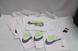 10 Nike t-shirts in white