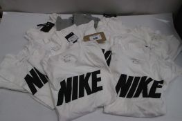 10 Nike t-shirts in white and grey