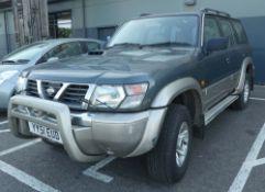 YY51 EUD Nissan Patrol GR SE+ TD automatic in green, first registered 14.02.2002, one key, 2953cc,
