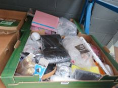 2 trays of mixed miscellaneous wares