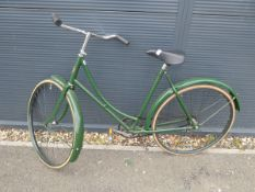 4032 - Vintage step through bike in green