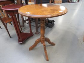 Circular side table on 4 legs