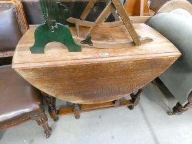 Oak gateleg dining table