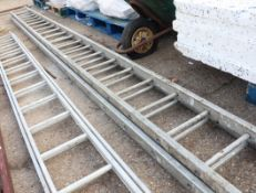 Aluminium double extending ladder