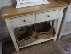 (2046) Off-white 2 drawer side table with oak surface and 2 rattan storage baskets