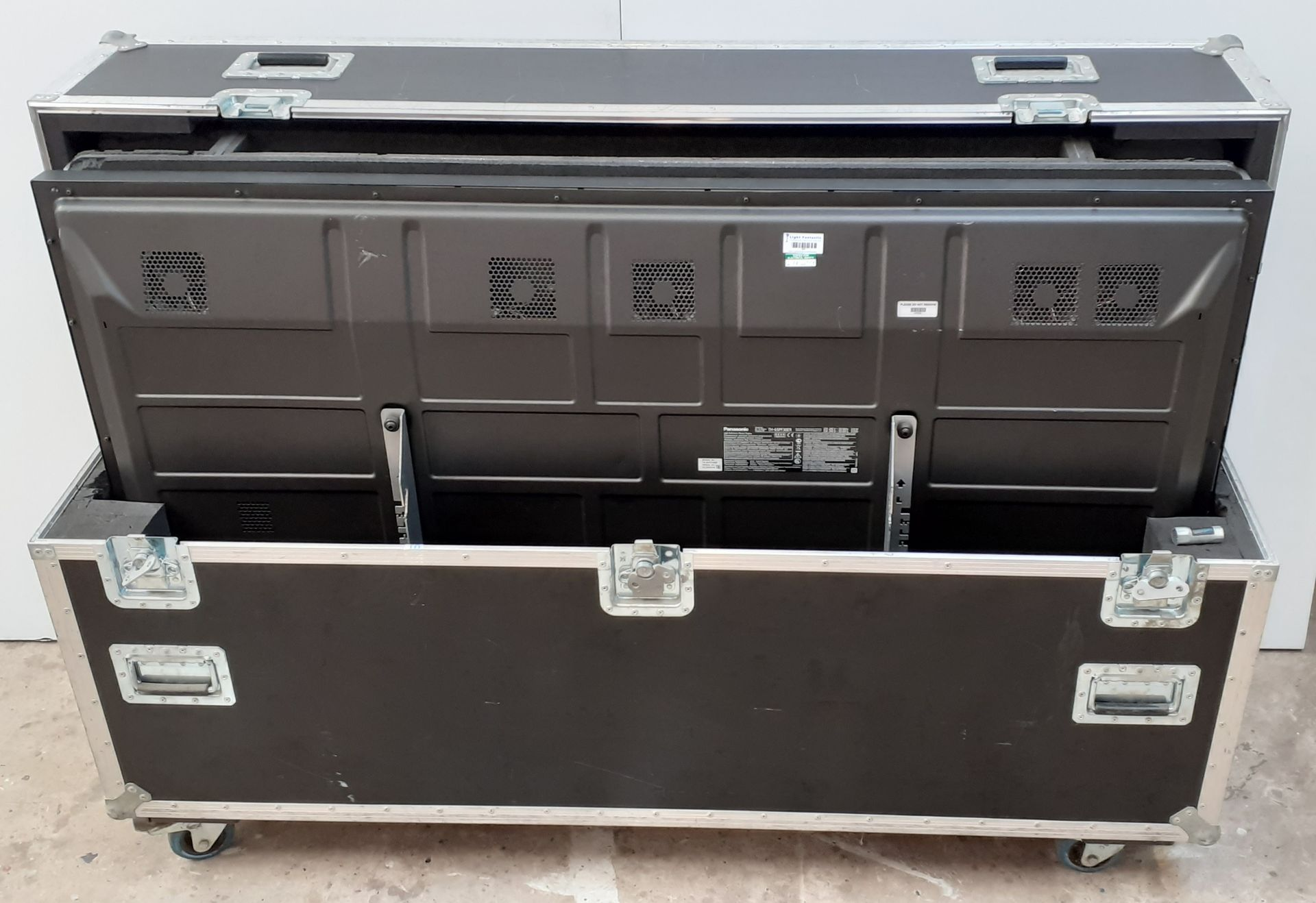A pair of Panasonic TH-65PF30ER 65in Plasma Screens in bespoke dual flightcases with stand - Image 5 of 6