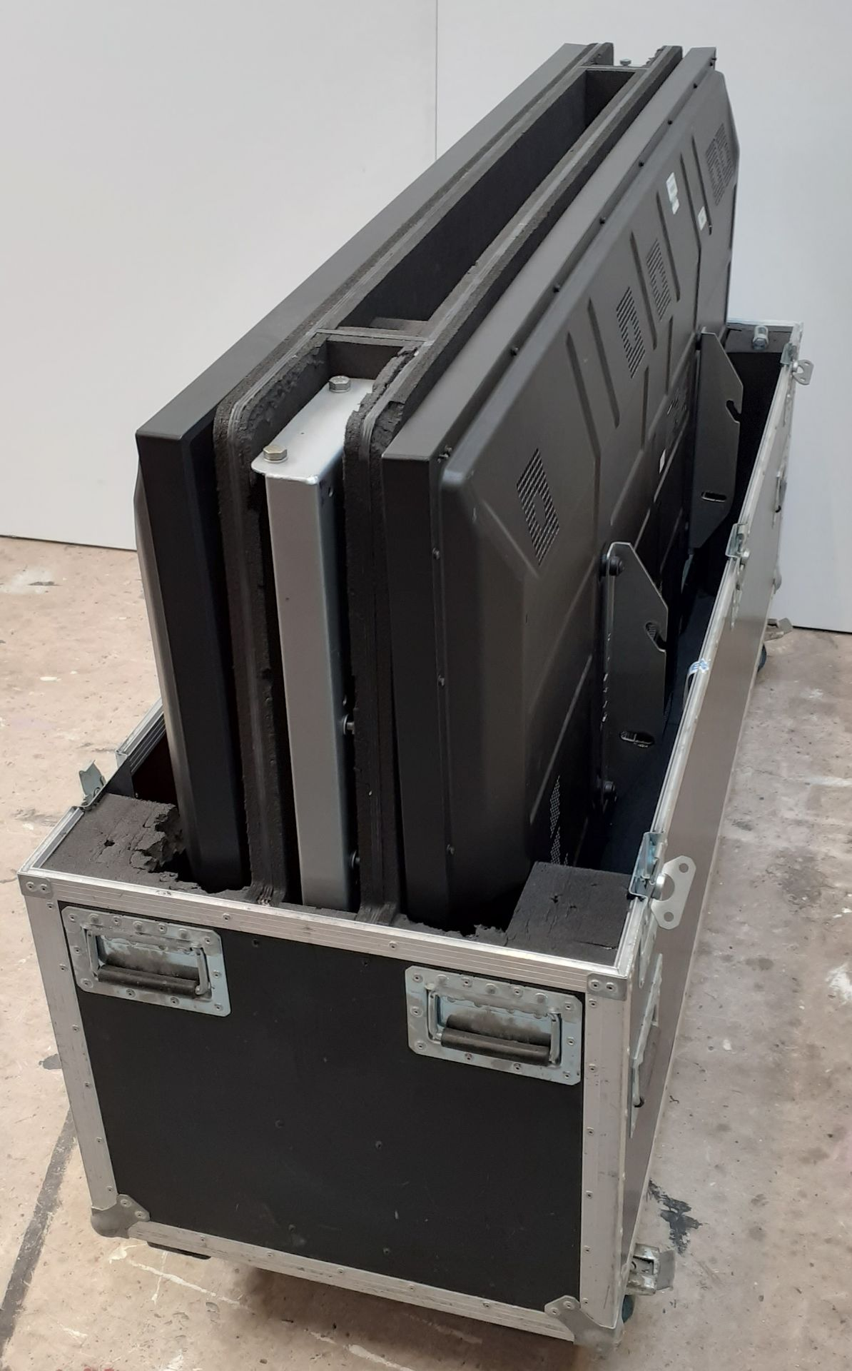 A pair of Panasonic TH-65PF30ER 65in Plasma Screens in bespoke dual flightcases with stand - Image 2 of 6