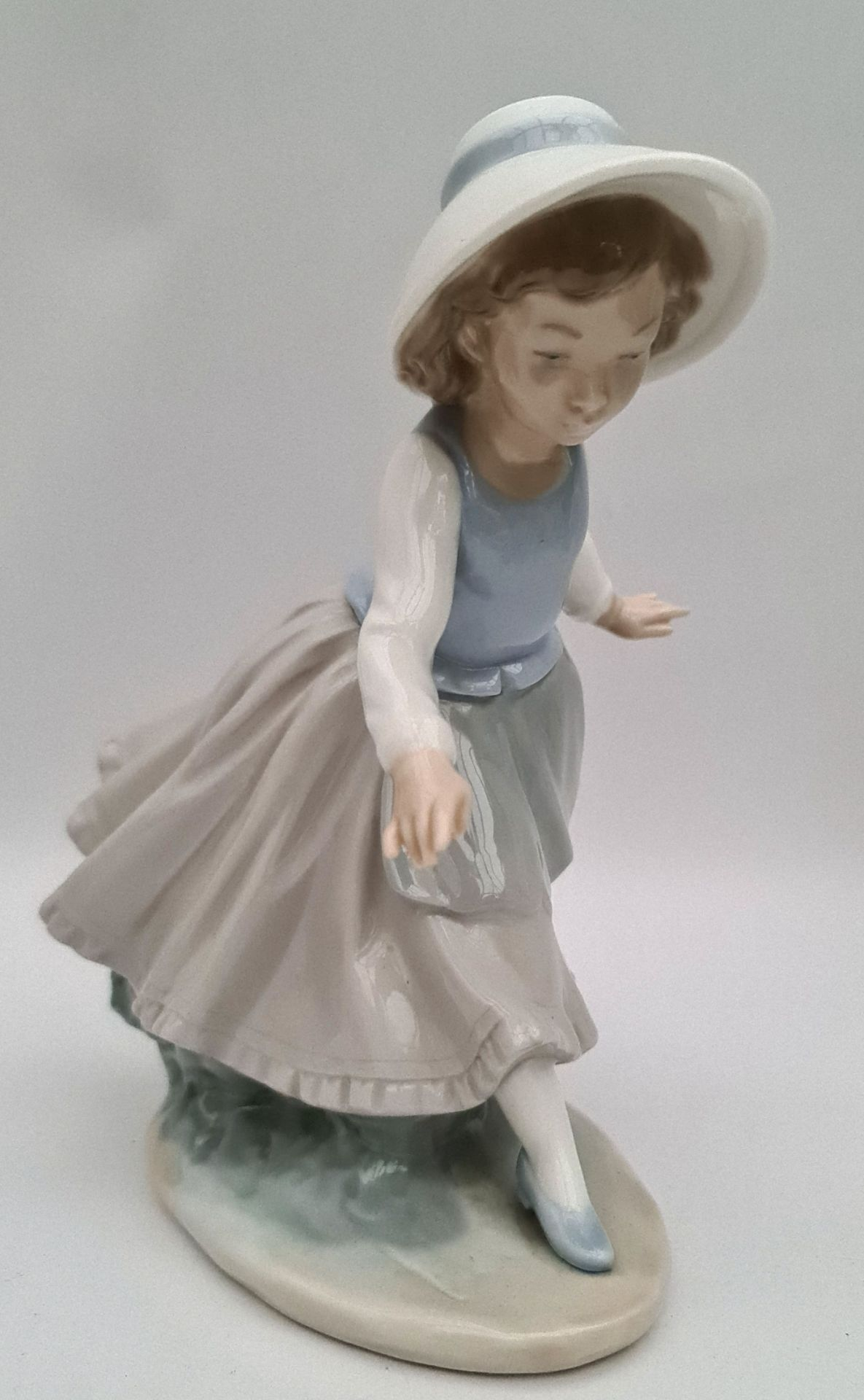 Vintage Lladro Figure 8 inches tall