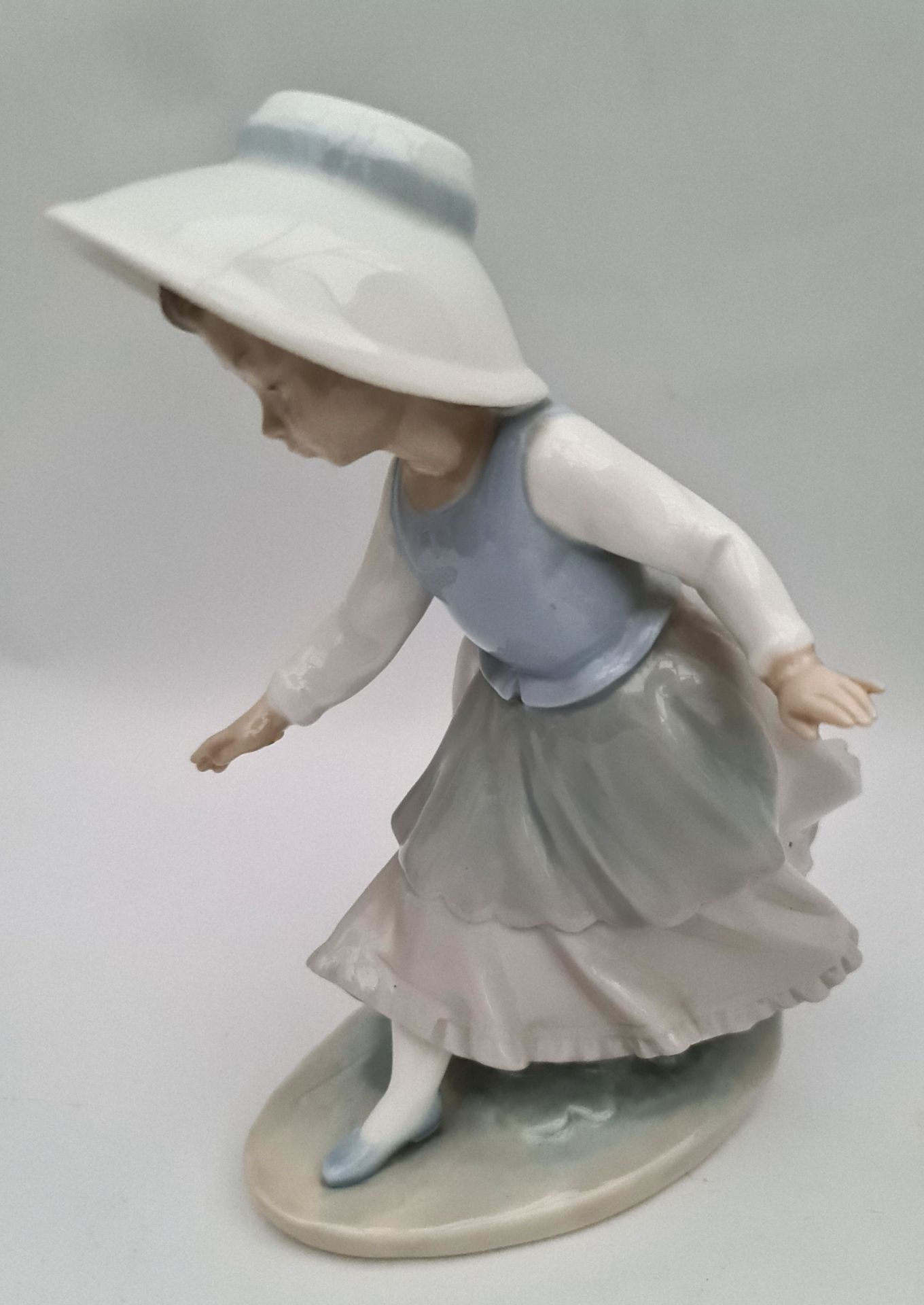 Vintage Lladro Figure 8 inches tall - Image 2 of 3