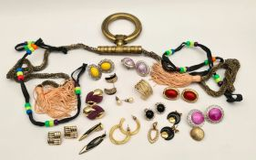 Vintage Parcel of Costume Jewellery