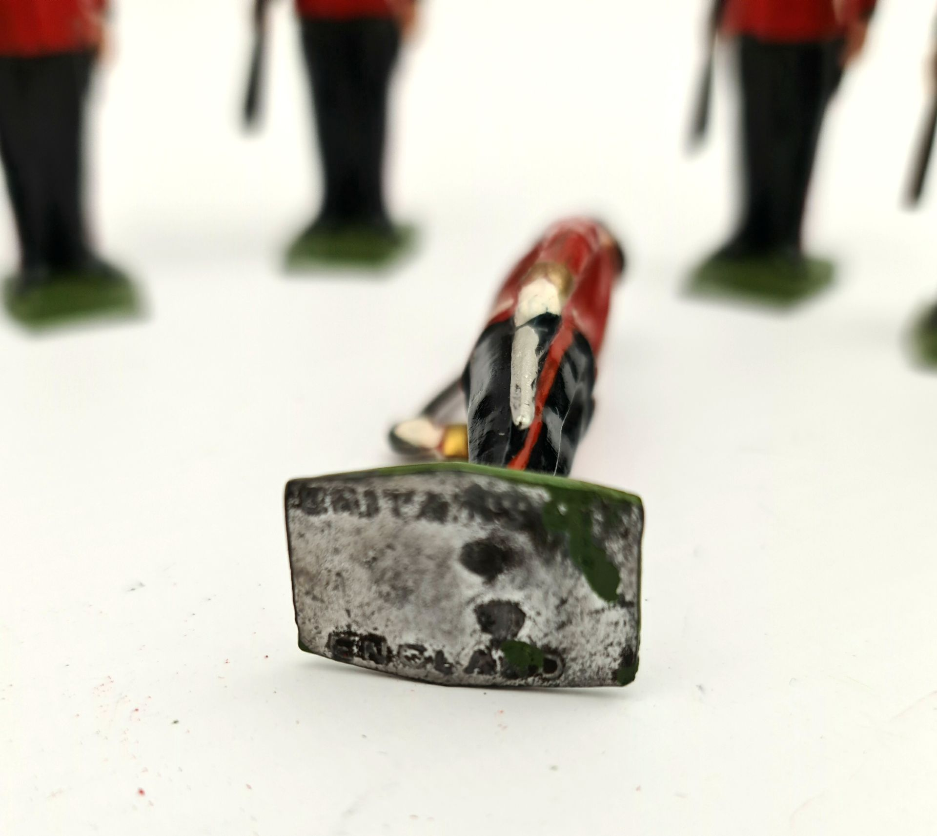 Vintage 7 Britain's Cast Metal Toy Soldiers 6cm tall - Image 3 of 3