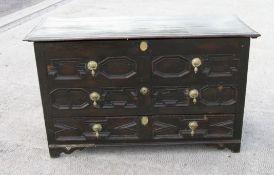 C17th block fronted oak mule chest