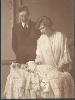 ROYALTY FINE SIGNED PHOTO PRINCESS ROYAL COUNTESS OF HAREWOOD GEORGE LASCELLES 1923 A fine hand sig