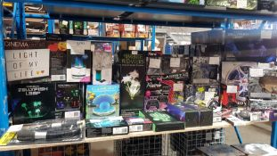 Approx. 28 Items - Mixed Lot To Include Realistic Jellyfish Lamp, Cinema Light Box, Fibrelite ...