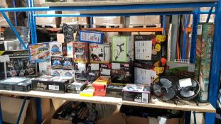 Approx. 33 Items - Mixed Lot To Include Cinema Light Box, Light Up Photo Clip Chalkboard, Blin...