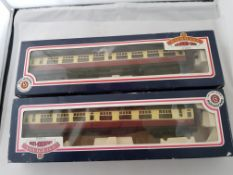 Bachmann 63' Bullied Corridor Train Carriages x2