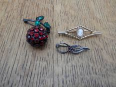 3 small vintage brooches