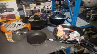 6 Items : Mixed Pan Set To Include 2 X Tefal Classic 32cm Frying Pan & 1 X Scoville Pro Never Sti
