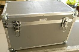 Flight case Silver (Approx. LxWxH 52 x 29 x 33cm)