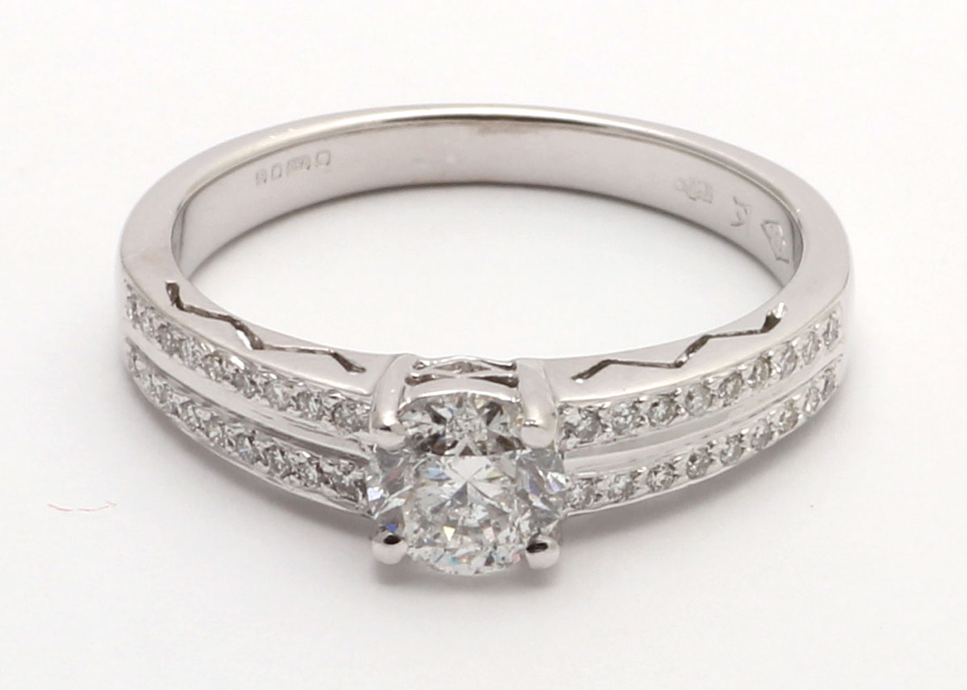 18ct White Gold Diamond Ring With Double Chanel Set Shoulders 0.83 Carats - Image 5 of 6