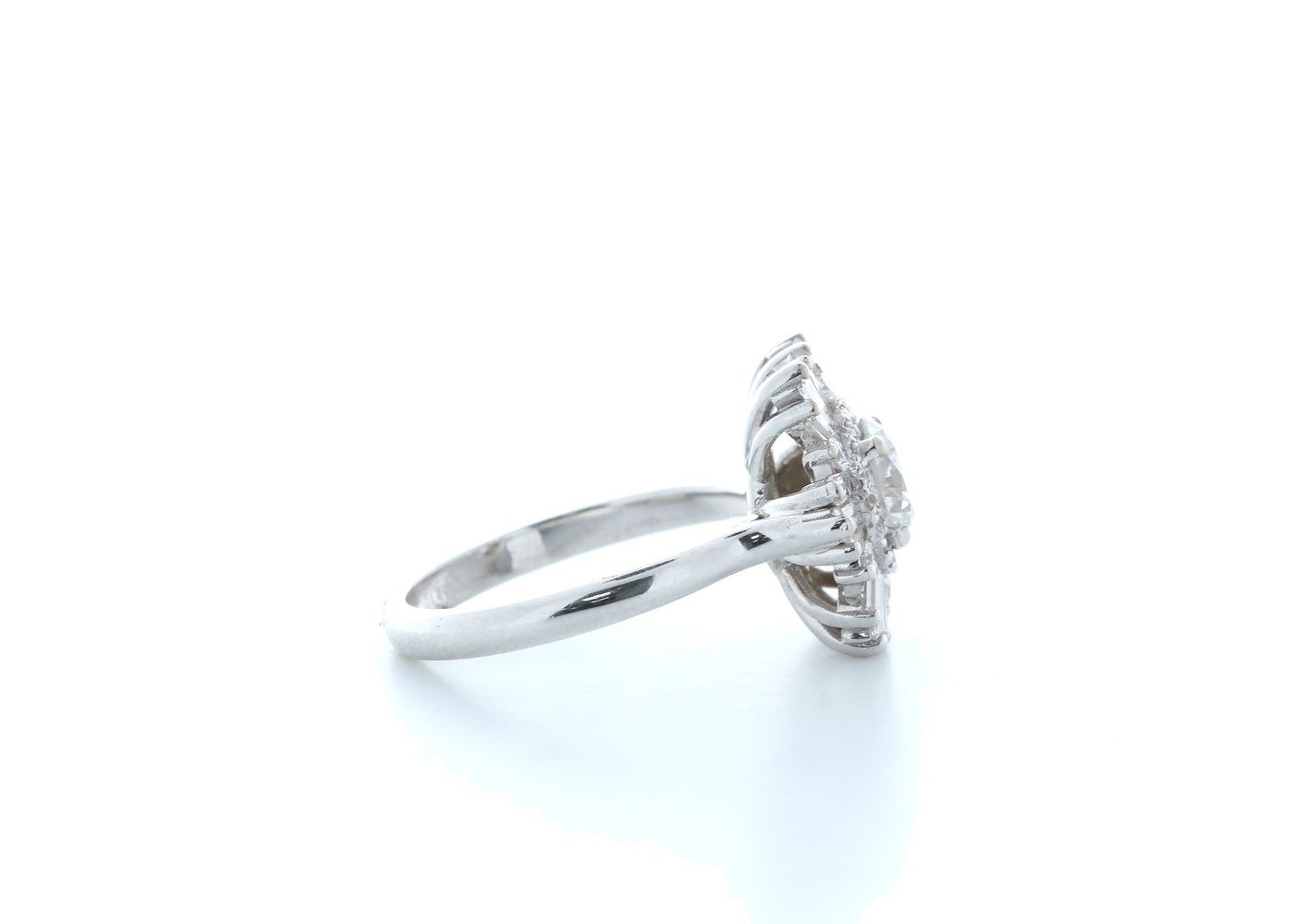 18ct White Gold Round Cluster Claw Set Diamond Ring 1.58 (0.77) Carats - Image 4 of 5
