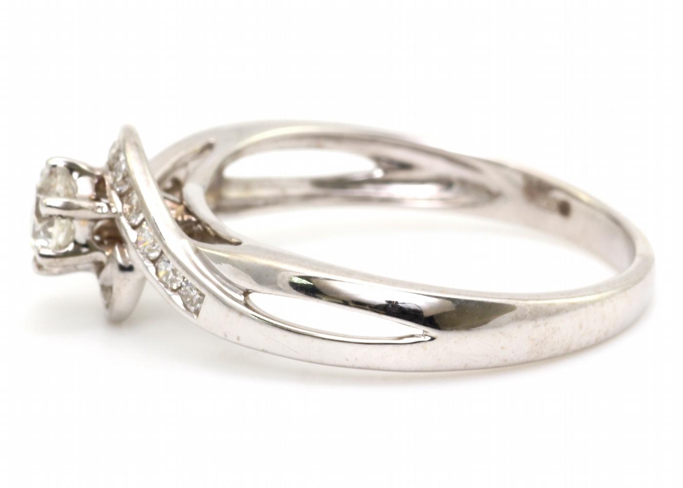 18ct White Gold Twist Diamond Ring 0.54 Carats - Image 3 of 4