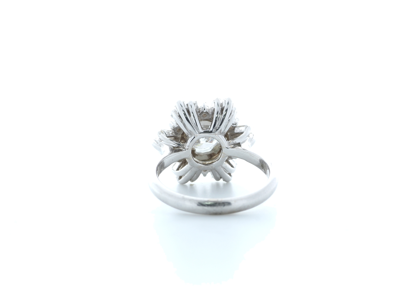 18ct White Gold Round Cluster Claw Set Diamond Ring 1.58 (0.77) Carats - Image 3 of 5