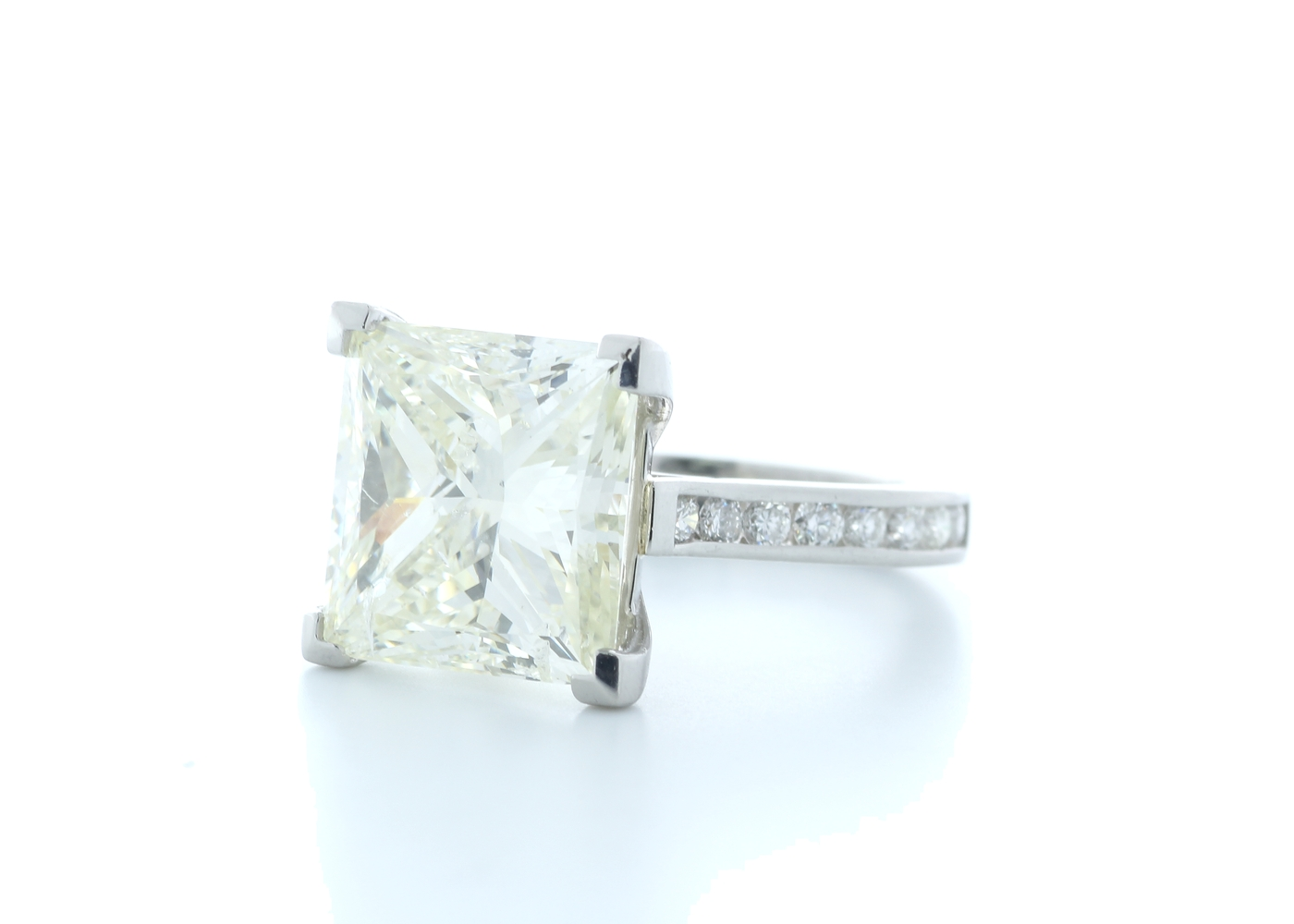 18ct White Gold Princess Cut Diamond Ring 10.00 Carats - Image 2 of 5