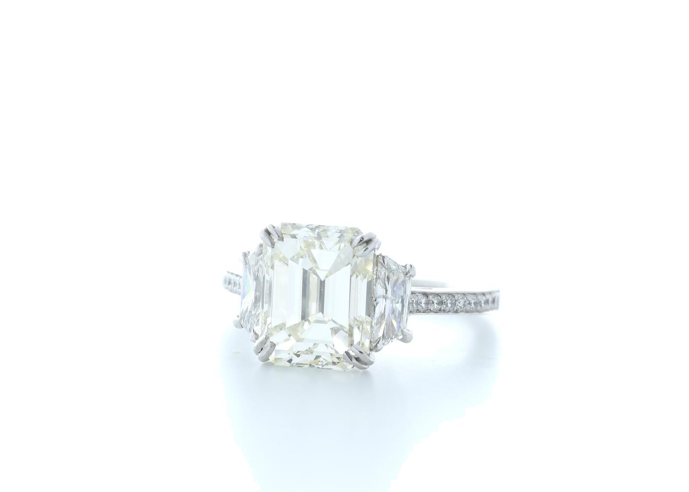 18ct White Gold Emerald Cut Diamond Ring 5.31 (4.56) Carats - Image 2 of 5