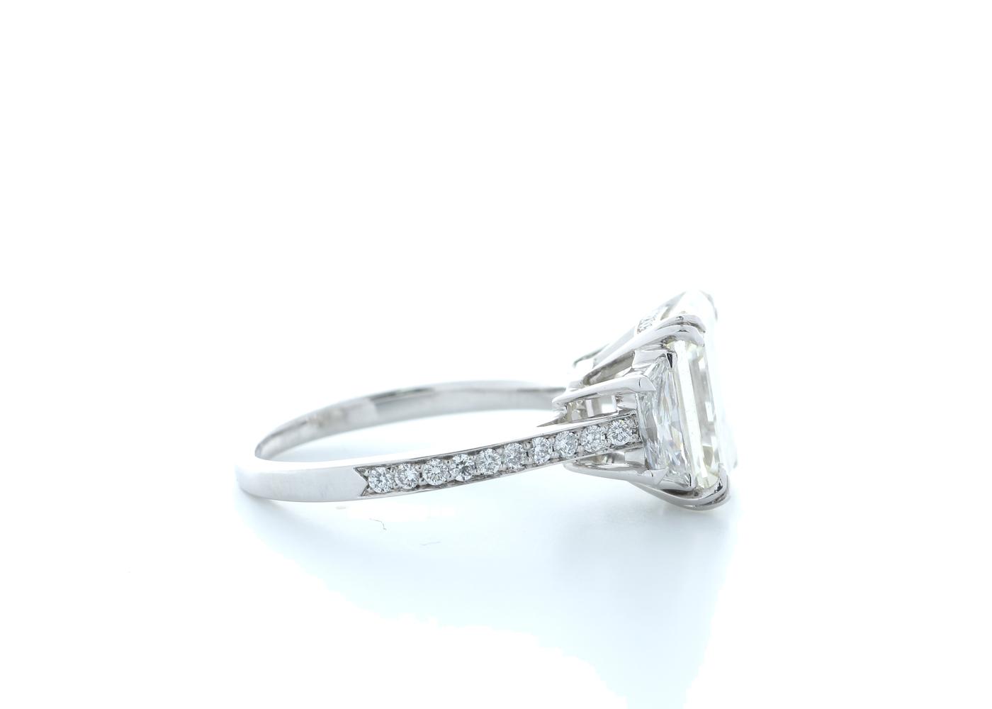 18ct White Gold Emerald Cut Diamond Ring 5.31 (4.56) Carats - Image 4 of 5