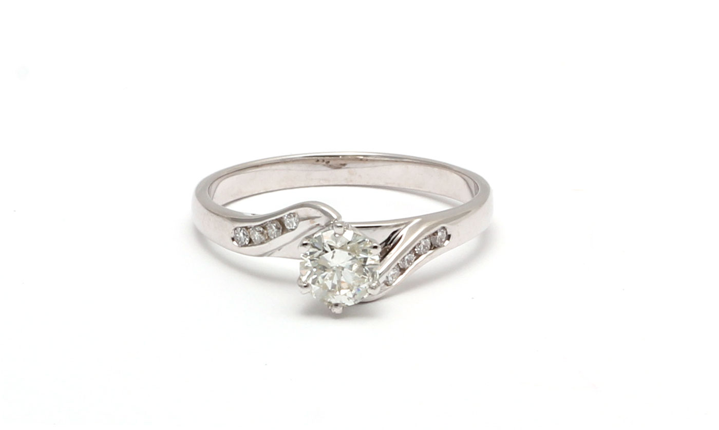 18ct White Gold Diamond Ring With Stone Set Shoulders 0.58 Carats