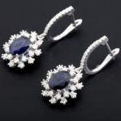 18K White Gold Sapphire Cluster Earring Total 3,60 ct