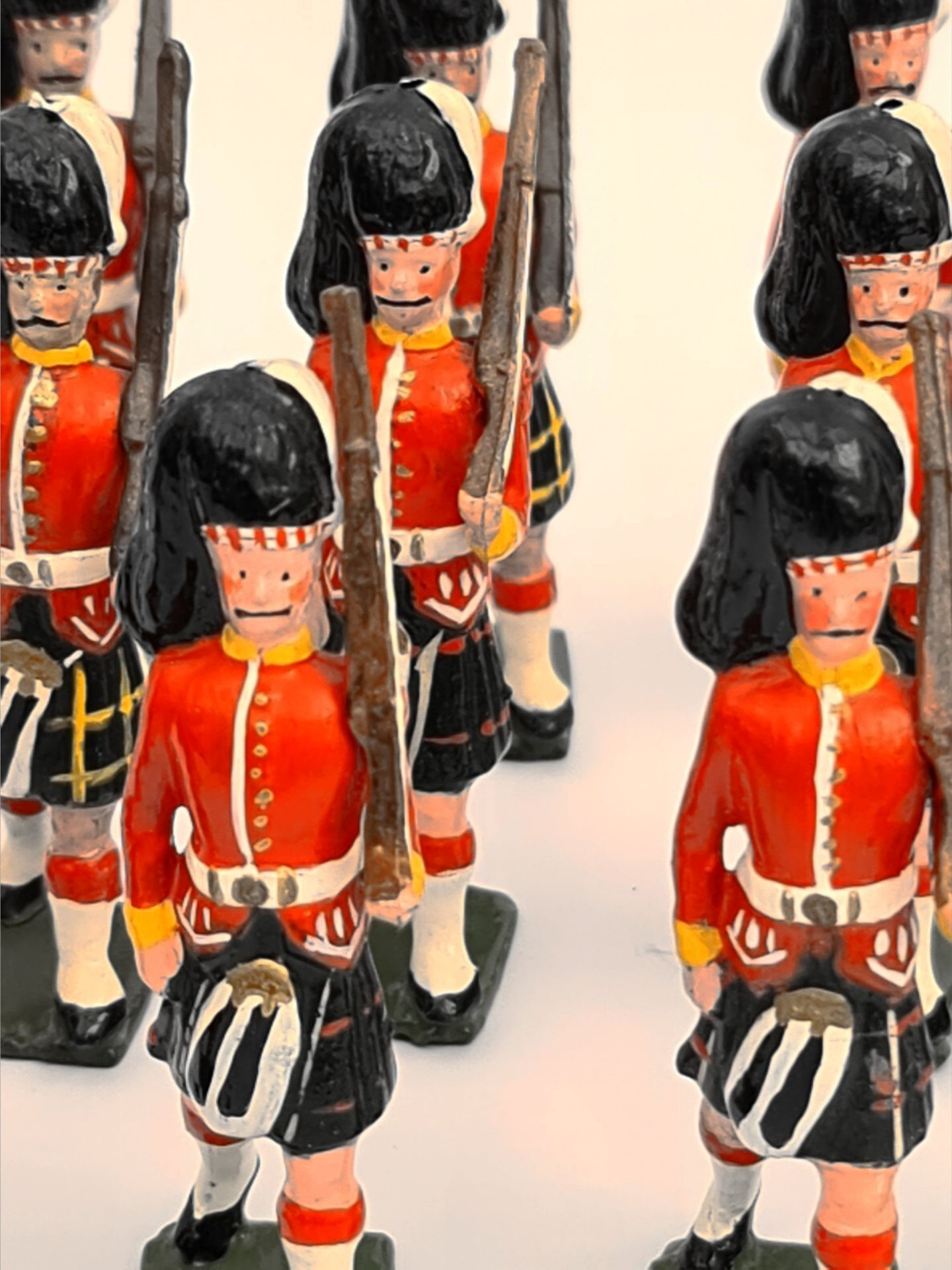 Vintage 13 Britain's Style Cast Metal Toy Soldiers 6cm Tall - Image 2 of 2