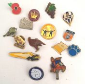 Vintage 15 x Assorted Badges