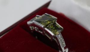 Pretty Silver 3 Stone Peridot Ring