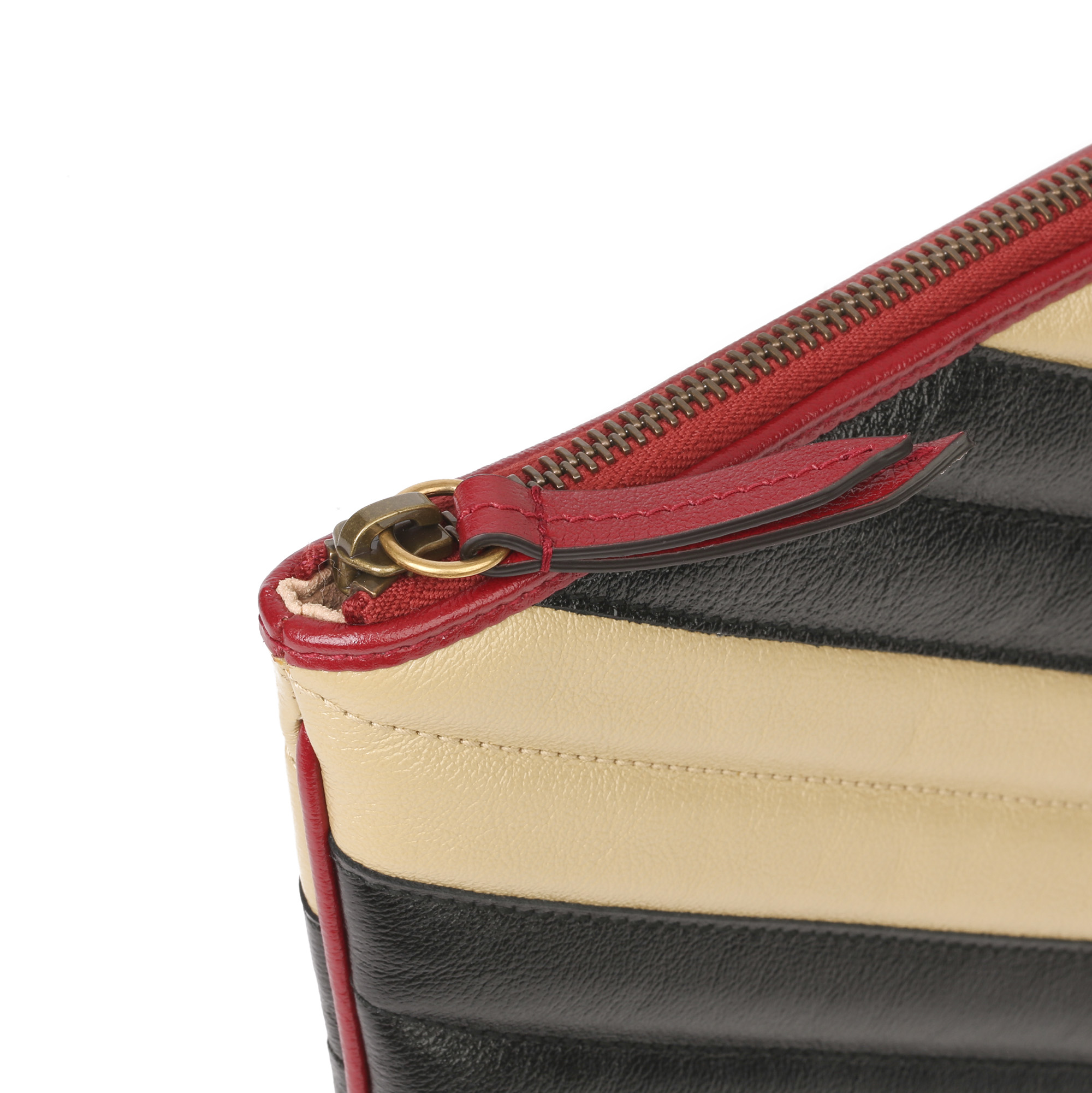 Gucci Black, Cream & Red Diagonal Quilted Aged Calfskin Leather Marmont Pouch - Image 6 of 11