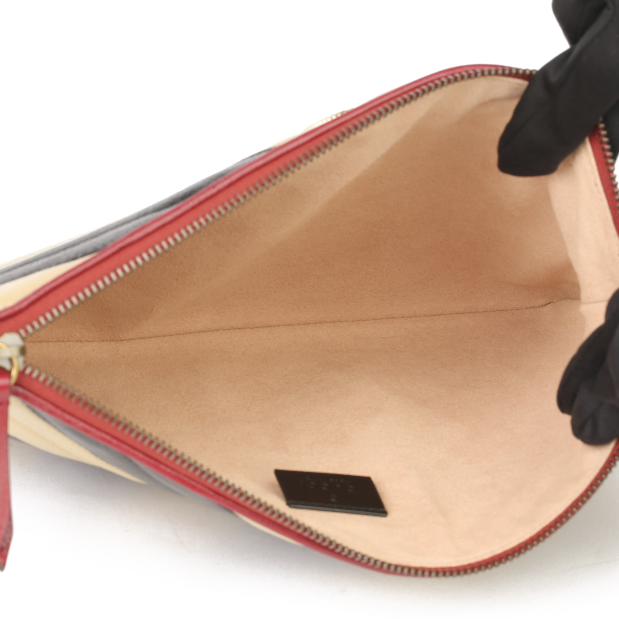 Gucci Black, Cream & Red Diagonal Quilted Aged Calfskin Leather Marmont Pouch - Image 3 of 11