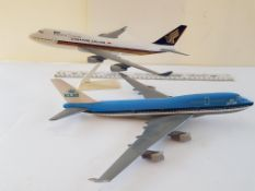 Singapore and KLM Model airplanes