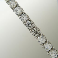 A stunning 7.25 carat diamond line bracelet in 18ct white gold, boxed.