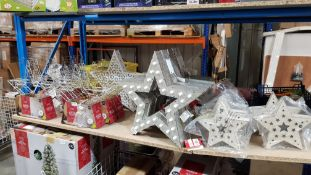 (R7H) 18 X Mixed Style Decorative Light Up Stars To Include Wooden, Silver / Gold Wire & Wooden Gli