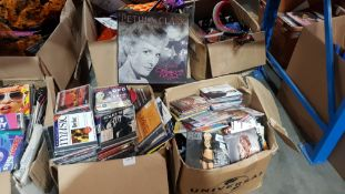 (R4K) Audio / Visual. Contents Of 2 Boxes : A Quantity Of Mixed CDs. To Include Britney Spears, Rol