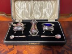 Silver set for condiments with two spoons.