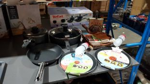 (R2E) Kitchen. 7 Items. To Include 2 X Tefal Pancake Frying Pans, 1 X Tefal Large Deep Frying Pan.